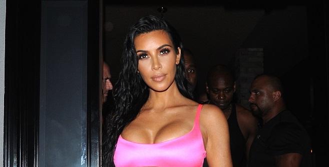 Découvrez la robe ÉTONNANTE de Kim Kardashian pour célébrer l'anniversaire de sa petite soeur Kylie (photos)