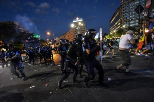 Roumanie: gaz lacrymogènes et canon à eau pour disperser une manifestation d'expatriés