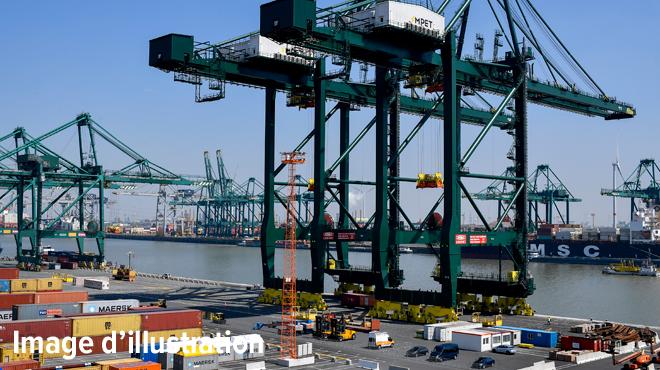Une cargaison de 500 tonnes d'oxyde de cuivre prend feu dans le port d'Anvers