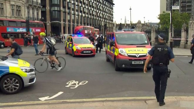 Un conducteur blesse des piétons avec sa voiture à Londres- la police anti-terroriste chargée de l'enquête 1
