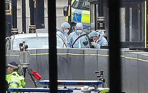 Attentat à la voiture-bélier à Londres : la police perquisitionne