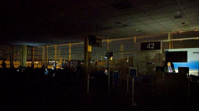 Cocasse: l'aéroport Ronald Reagan de Washington PLONGÉ dans le noir (photos)