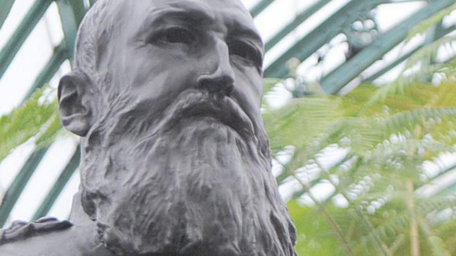 La plupart des statues de Léopold II pourvues en Flandre de plaquettes explicatives: