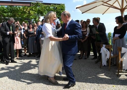 Autriche: présence polémique de Poutine au mariage de la chef de la diplomatie