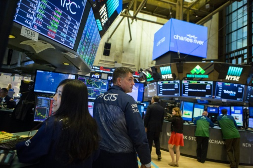 Wall Street, entre commerce et technologie, évolue en ordre dispersé