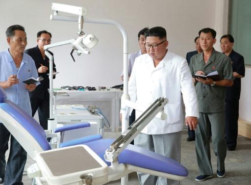 Corée du Nord: Kim critique le système de santé