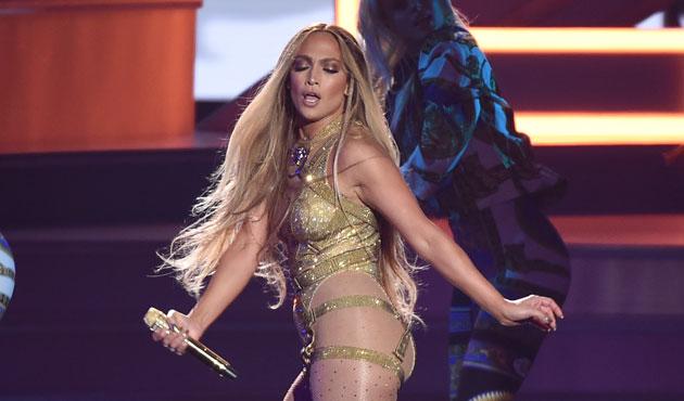 Après une performance DÉJANTÉE aux MTV awards, Jennifer Lopez, rend un hommage ÉMOUVANT à son amoureux Alex Rodriguez (vidéos)