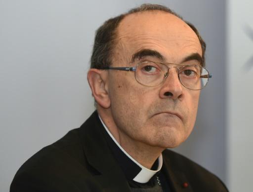 Un prêtre réclame la démission du cardinal Barbarin
