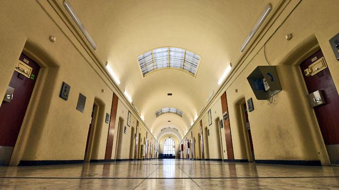 Pourquoi la Belgique n'a-t-elle aucun infiltré des services secrets pour surveiller les radicalisés dans nos prisons?