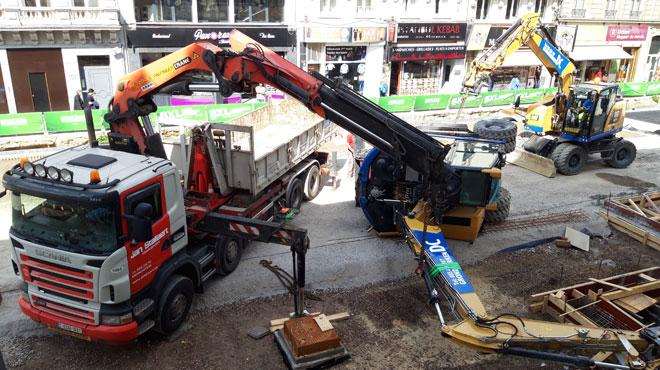 Une grue tombe sur le chantier du piétonnier à Bruxelles (photos)