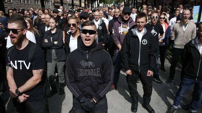 Suède: 300 néonazis manifestent sous les huées à Stockholm