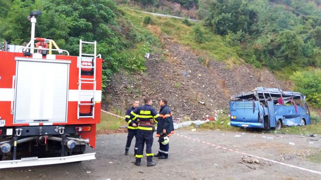 Un autocar se renverse dans le lit d'une rivière en Bulgarie: 16 morts et 26 blessés