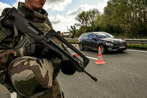 Lille: une patrouille Sentinelle tire sur un véhicule qui tente de fuir