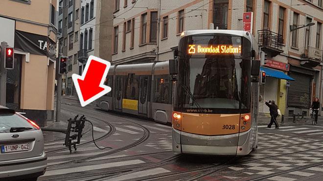 Schaerbeek: le dispositif d'un tram lâche en plein virage