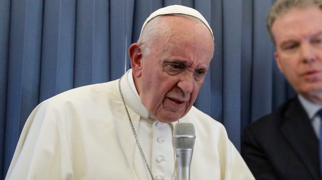 Propos polémiques du Pape sur l'homosexualité et la psychiatrie: le Vatican fait marche arrière