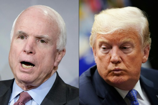 Sous pression, Trump rend finalement hommage à McCain