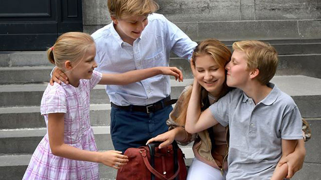 Départ émouvant de la princesse Elisabeth pour sa nouvelle école au Pays de Galles