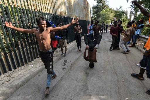 Espagne: arrestation de 10 migrants entrés de force à Ceuta