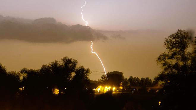 Une zone orageuse très active remonte de la France vers la Belgique: des averses abondantes redoutées sur la plupart des régions
