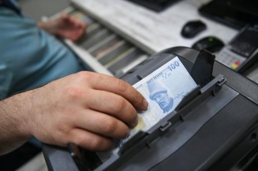 La livre turque s'enfonce après la dégradation de banques turques par Moody's
