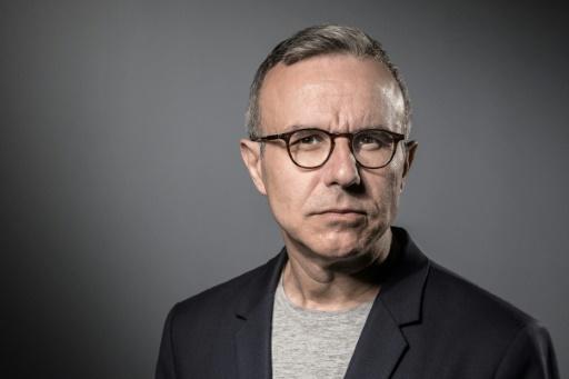 L'écrivain Besson prochain consul général à Los Angeles, Macron se défend de tout