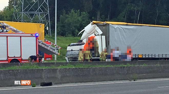 Deux camions impliqués dans une collision sur la E19 à Mons