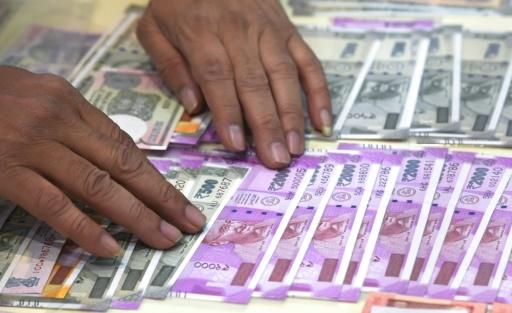 La roupie indienne atteint un plus bas historique face au dollar