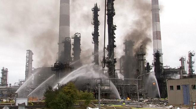 Une énorme explosion ravage une raffinerie en Allemagne: 8 blessés