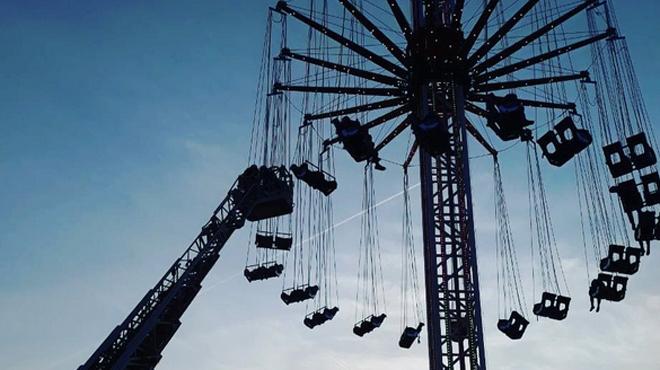 Plusieurs spectateurs d'un festival à Anvers bloqués dans une attraction à sensations fortes