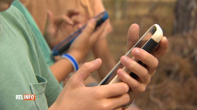Les enfants et les smartphones: des stages sont organisés pour leur apprendre à (BIEN) les utiliser
