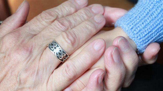 Les grands-parents à la rescousse pour s'occuper des enfants: