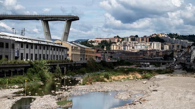 Viaduc effondré à Gênes: la société d'autoroute ne reconstruira pas le pont,