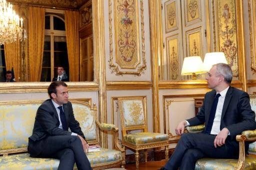 Remaniement: un gouvernement avec moins d'éclat mais moins risqué pour Macron