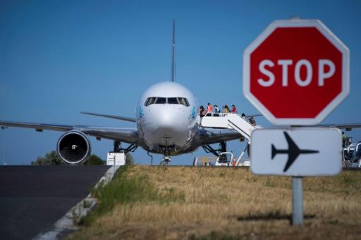 Suspicion de choléra dans un avion en provenance d'Algérie: les passagers autorisés à partir