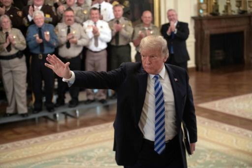 Colère de Trump après la tribune anonyme et explosive d'un