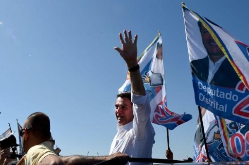 Brésil/présidentielle: Bolsonaro opéré après une attaque au couteau