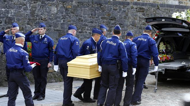 Policier abattu à Spa: les deux suspects néerlandais peuvent être remis à la Belgique