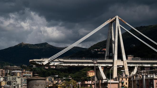 Gênes: la maquette du nouveau pont s'écroule lors de la présentation aux médias (vidéo)