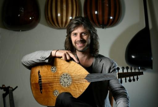 Tristan Driessens, oudiste belge, jette un pont musical sur le Bosphore