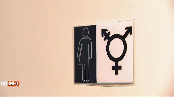 Dans cette école communale, il y a des toilettes qui ne sont réservées ni pour les filles, ni pour les garçons