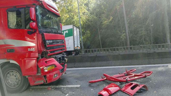 Accident de camions sur le ring de Bruxelles: embouteillages avant le carrefour Léonard