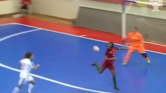 Le but MAGIQUE d'une internationale portugaise de futsal (vidéo)