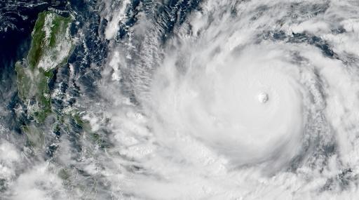 Evacuations aux Philippines avant l'arrivée d'un violent typhon