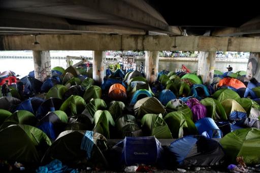 A Paris, les campements ont disparu, pas les migrants
