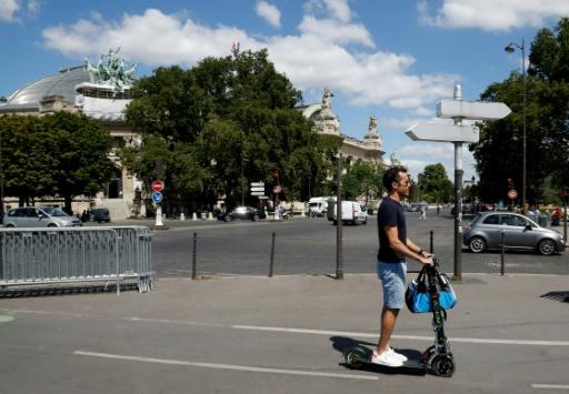 Vélos, trottinettes, monoroue ou rollers: duels dans les rues de Paris