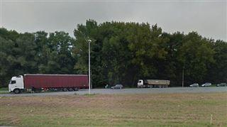 Intervention policière sur une aire d'autoroute à Tournai ce matin- Environ 20 migrants ont été découverts dans la remorque d'un camion 5