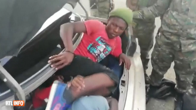 INCROYABLE arrestation de migrants en République Dominicaine: 18 personnes sortent d'une seule et même voiture
