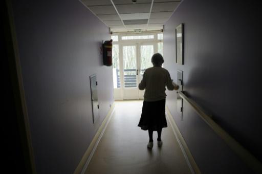 Alzheimer: il faut trouver des alternatives à l'Ehpad et aider les aidants