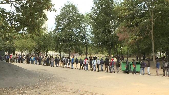 Opération contre les transmigrants au parc Maximilien à Bruxelles: une vingtaine d'arrestations