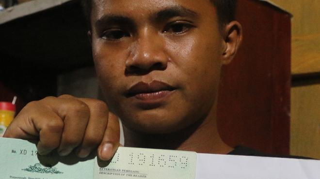 La folle épopée d'un Indonésien de 18 ans: Aldi Novel a survécu 49 jours sur un radeau à la dérive (vidéo)